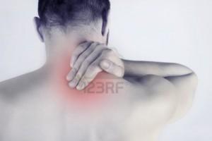 12942143-douleur-au-cou-aigue--l-39-homme