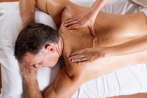 9526537-middle-man-age-ayant-massage-dos