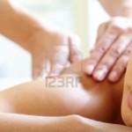 9633891-partie-du-visage-de-calme-femelle-au-cours-de-la-procedure-de-luxueux-de-massage